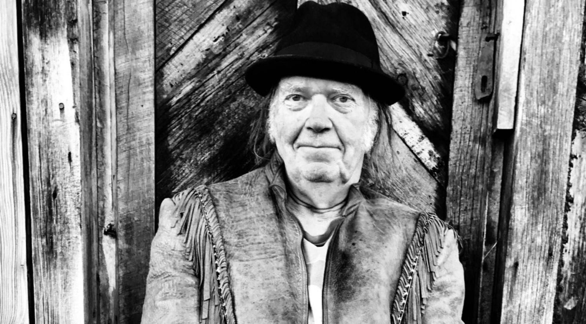 Neil Young_16_9_1584104219